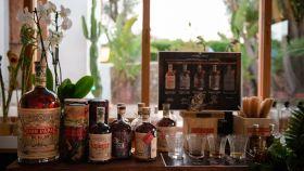 Botellas de Don Papa Rum en Casa Sugarlandia en Ibiza.