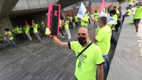Los informáticos han protestado a las puertas de la sede del Sescam en Toledo (Fotos: Ó. HUERTAS)