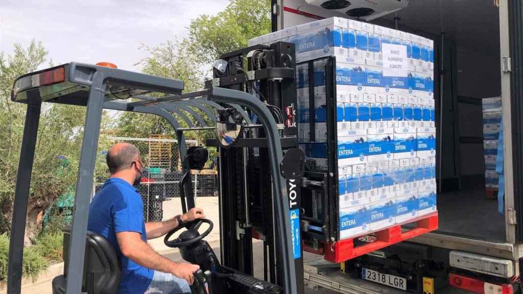 Mercadona entrega más de 12.000 litros de leche al Banco de Alimentos de Albacete