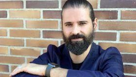 David Picón, CEO de UnusuAll, publicó su primer videojuego en 1995; desde entonces no ha parado de hacerlo en diferentes géneros y plataformas, en compañías como la mítica Bullfrog o los gigantes EA y King.