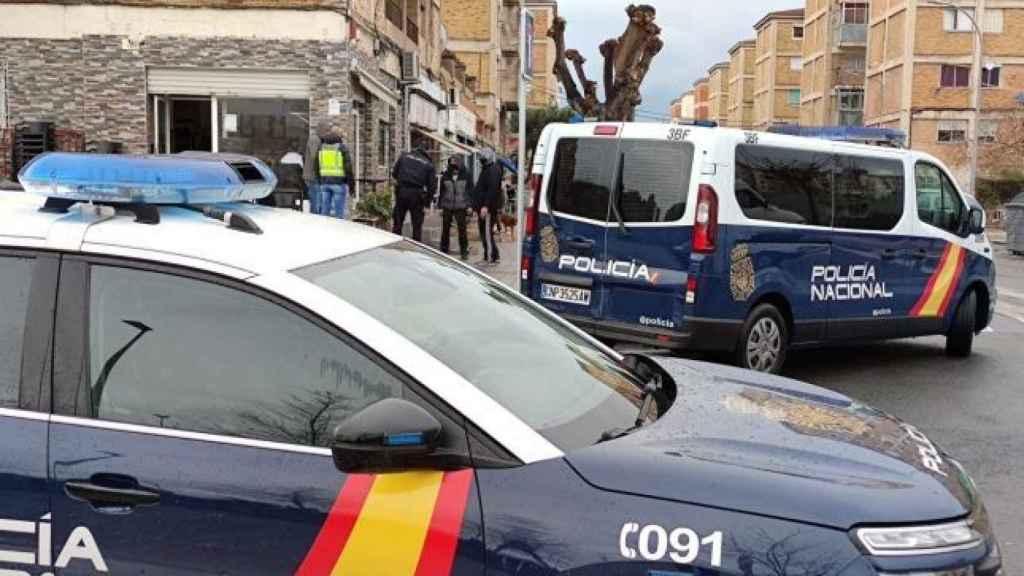 Agentes de la Policía Nacional en una calle de Madrid. EP