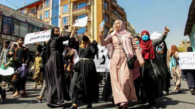 Protesta de varias mujeres en Kabul