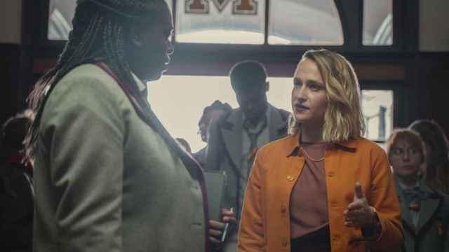 Viv y Hope, la temida nueva directora de Moordale, en la temporada 3 de 'Sex Education'.