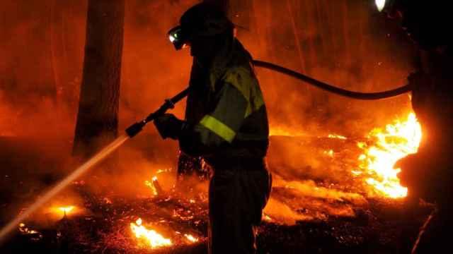 La Unidad Militar de Emergencias en Ribas de Sil, en la extinción del incendio forestal.