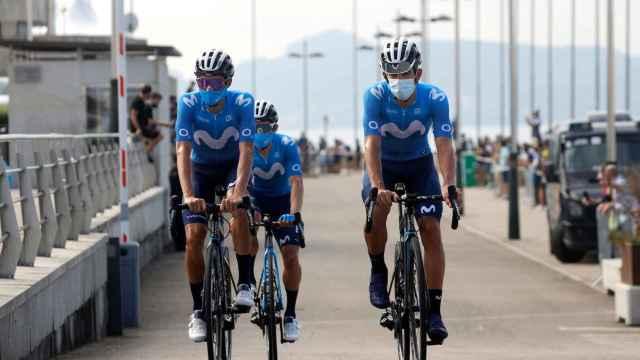 Imanol Erviti junto a Enric Mas en La Vuelta 2021