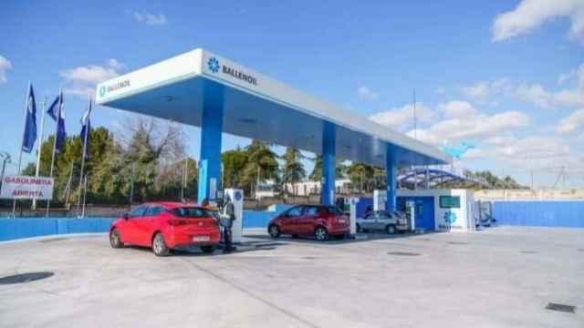 Echar combustible en las gasolineras automáticas sale a cuenta