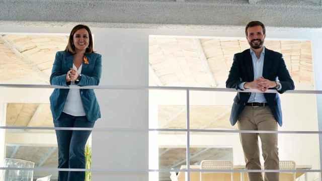 María José Catalá, junto al presidente del PP, Pablo Casado. EE