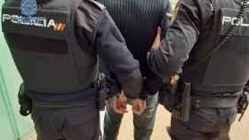 Imagen de archivo de una detención de la Policía Nacional. EP