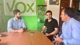 Miguel Ángel este martes en la sede de Vox en Talavera con el diputado nacional Manuel Mariscal