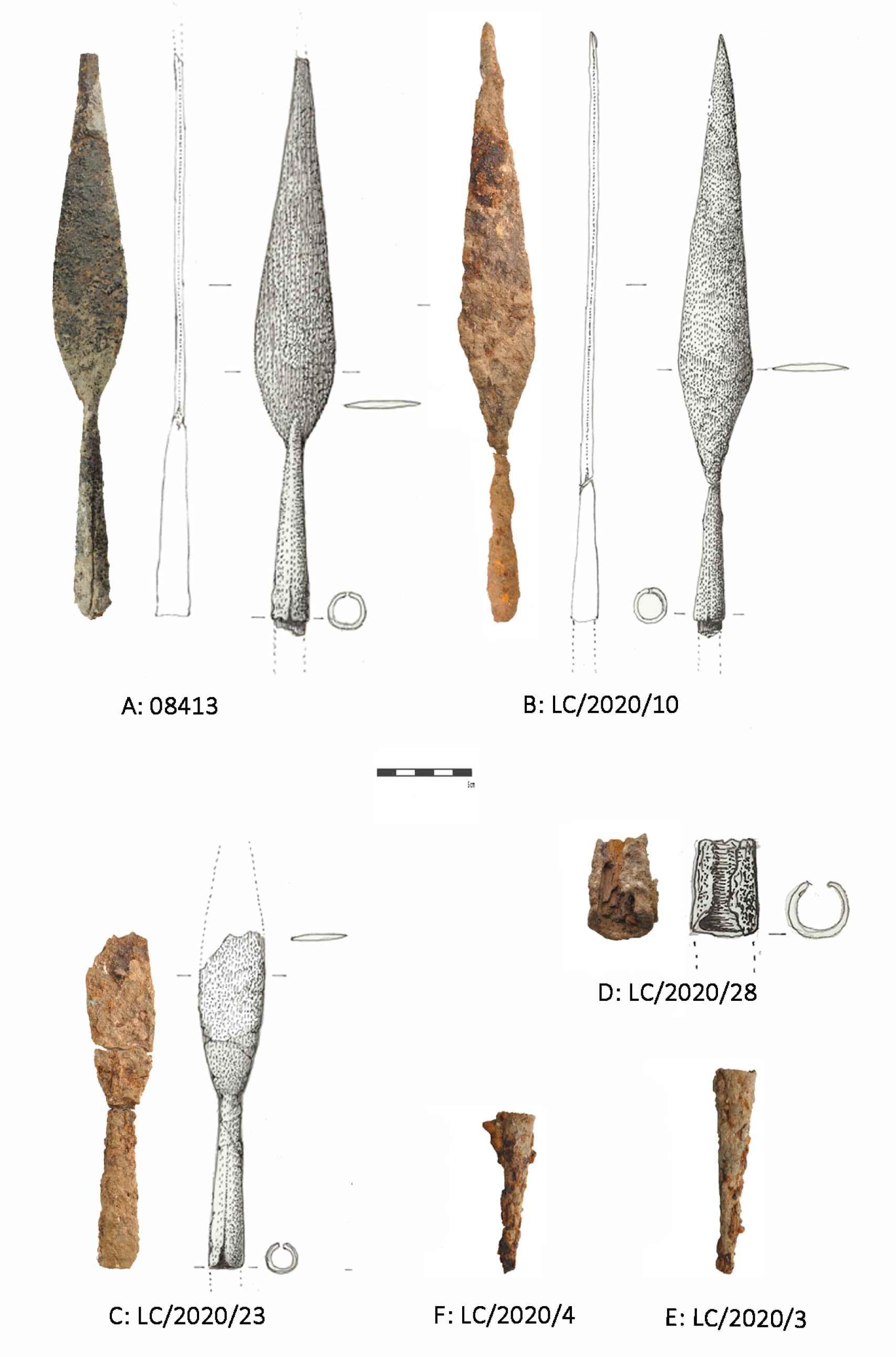 Puntas de lanza recuperadas en el yacimiento.