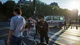 Agentes de la Policía francesa alrededor del juzgado