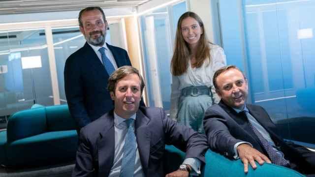 De izquierda a derecha: Gregorio Oyaga, Ignacio Laviña, Victoria Coca y Javier Alonso, fundadores de Welcome AM.