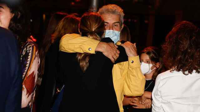 Xandra Falcó fundida en un abrazo con Lorenzo Caprile