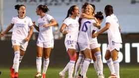Las jugadoras del Real Madrid Femenino celebran un gol frente al Manchester City