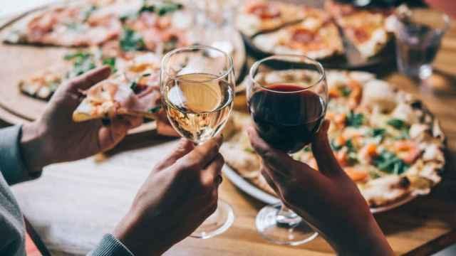 Noches de vino y pizza.