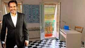 Antonio Pardo en el piso que fue su estudio durante años, en un montaje de JALEOS.