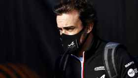 Fernando Alonso, en el paddock de Fórmula 1