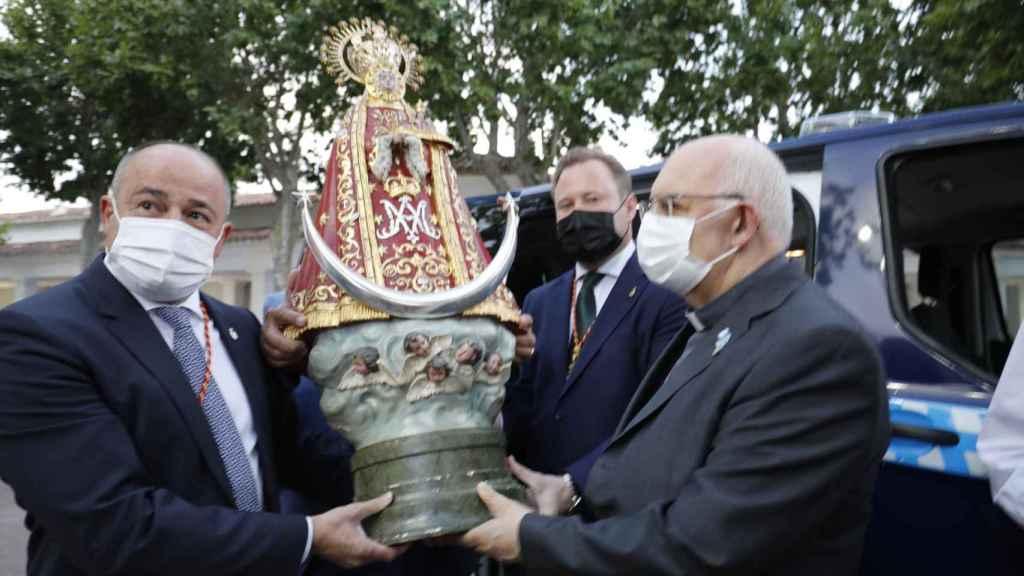La Virgen de Los Llanos ya preside el recinto ferial de Albacete