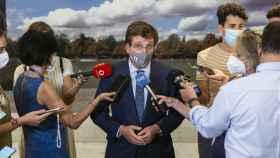 El alcalde de Madrid, José Luis Martínez-Almeida, contesta a periodistas.