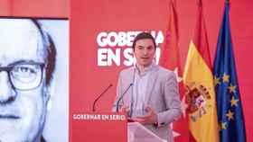 El candidato a liderar el PSOE de Madrid, Juan Lobato, participa en un acto de campaña de las pasadas elecciones autonómicas.
