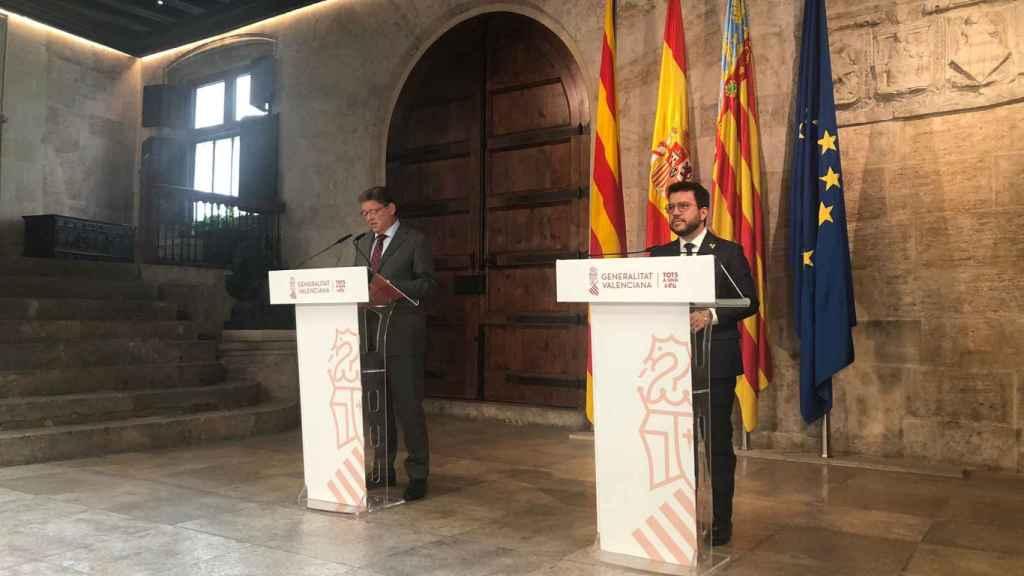 Pere Aragonès, junto a Ximo Puig en el Palau de la Generalitat Valenciana. EE