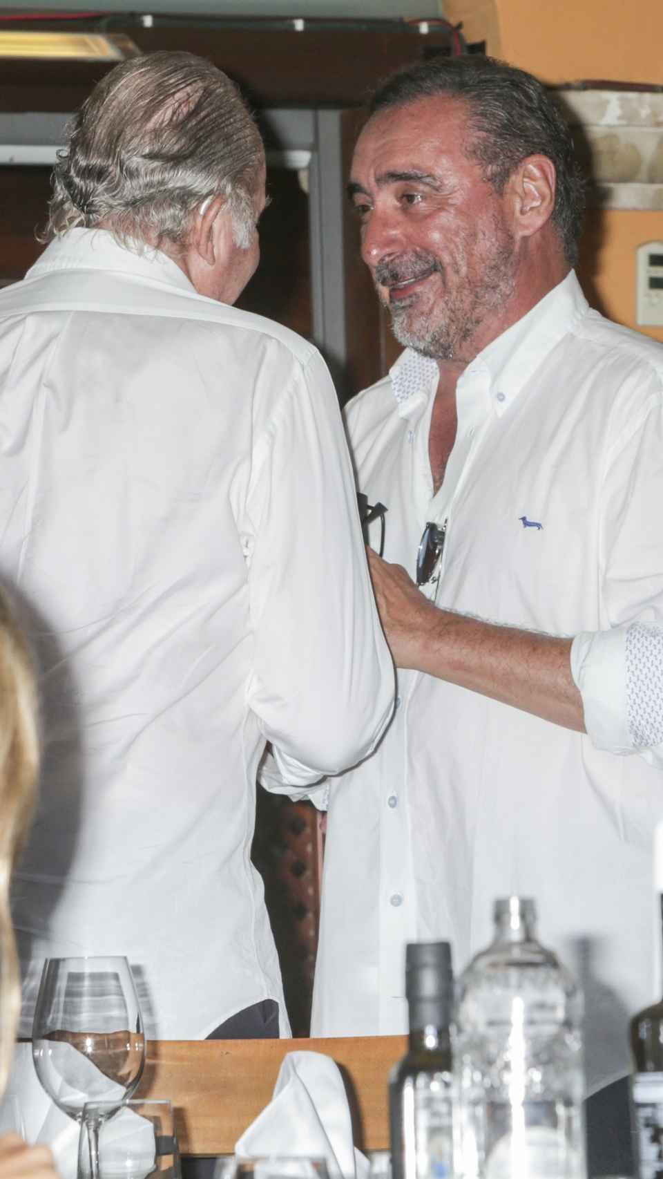 El comunicador y el rey Juan Carlos, durante un encuentro en Mallorca, en 2016.