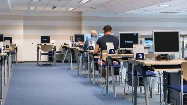 Un centro de trabajo con ordenadores. FOTO: Pixabay.