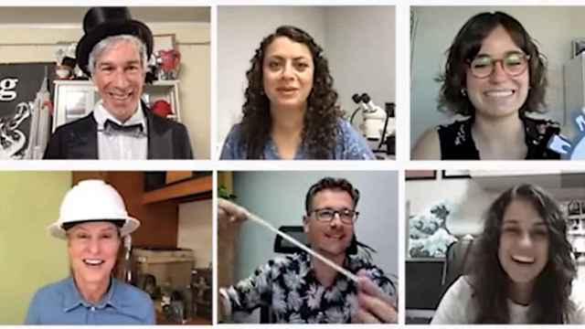 El equipo español ganador del Ig Nobel por su análisis microbiológico de chicles. Improbable research