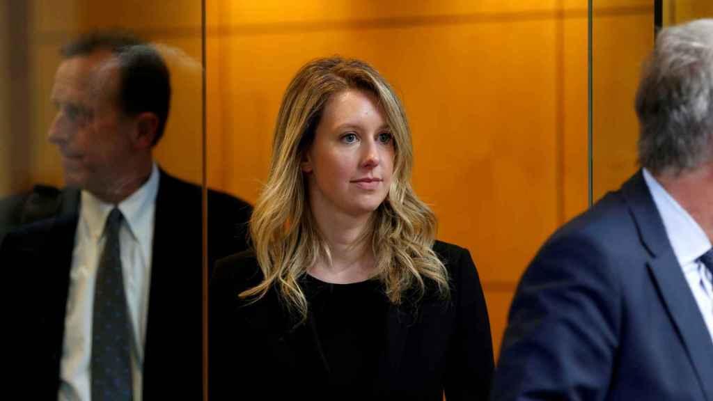 Elizabeth Holmes saliendo del tribunal federal de San José (California) el martes.