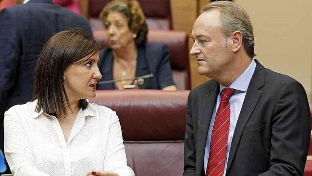 María José Catalá, junto al expresidente Alberto Fabra en una imagen de archivo. Al fondo, Rita Barberá. EFE