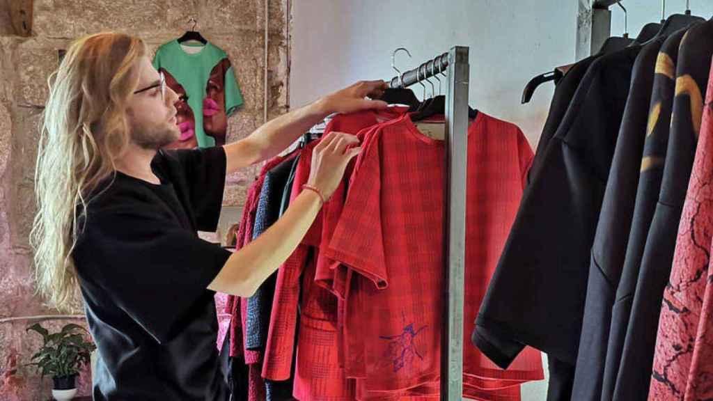 Quién es Eduardo Navarrete, el diseñador que concursa en 'MasterChef Celebrity'