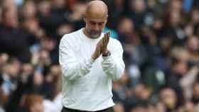 Pep Guardiola, dirigiendo al Manchester City