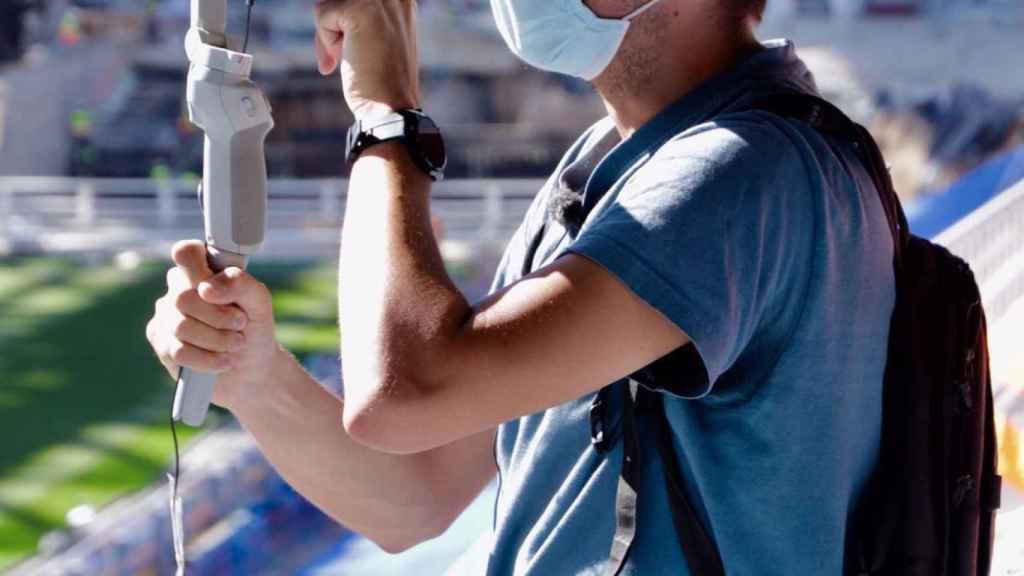 Javier Caireta tomando imágenes del Santiago Bernabéu
