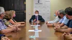 Emiliano García-Page, presidente de Castilla-La Mancha, se reúne con Asprona