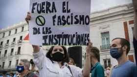 Una manifestante durante la concentración de este domingo en la Puerta del Sol.
