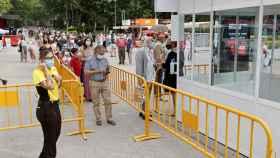 Control de acceso en la entrada de la Feria del Libro.