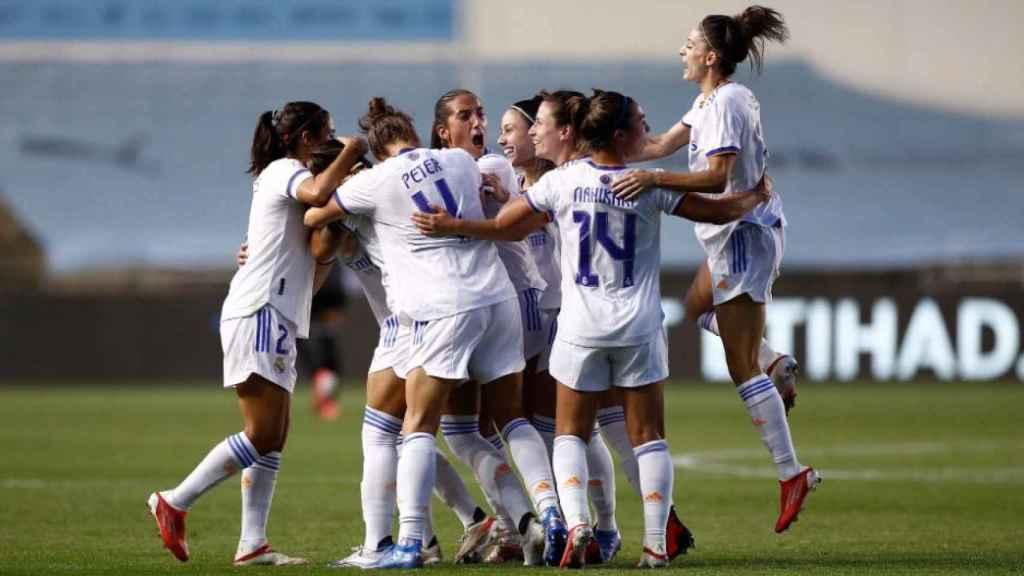 Las jugadoras del Real Madrid Femenino celebrando el pase a la fase de grupos de la Champions League