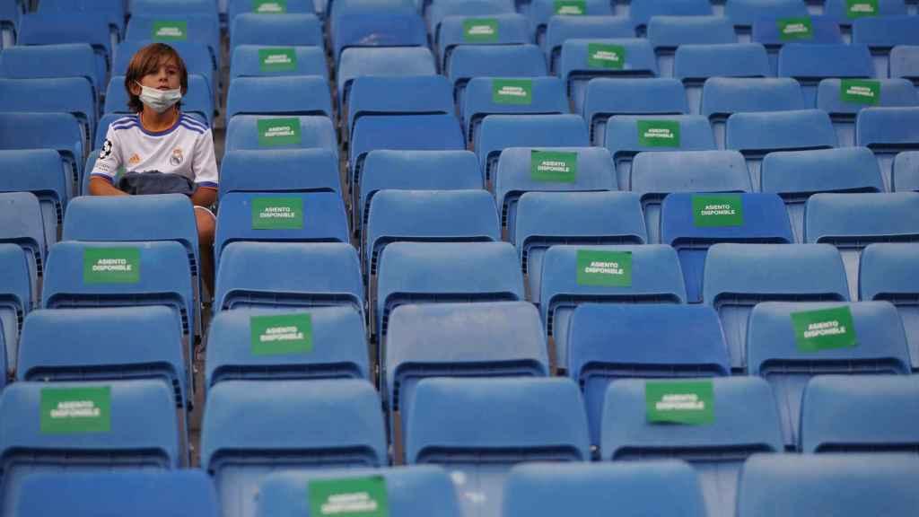 Distancia de seguridad entre los asistentes al Estadio Santiago Bernabéu
