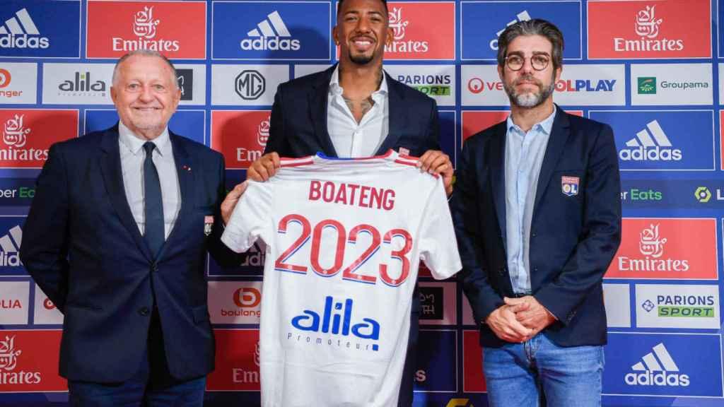 Jerome Boateng en su presentación con el Olympique de Lyon