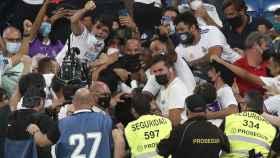 Vinicius salta a la grada del Santiago Bernabéu para celebrar su gol al Celta de Vigo