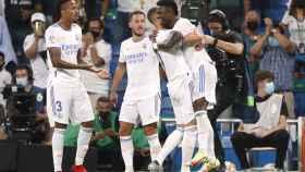 Vinicius celebra con Benzema su gol al Celta de Vigo