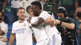 Vinicius celebra con sus compañeros su gol al Celta de Vigo