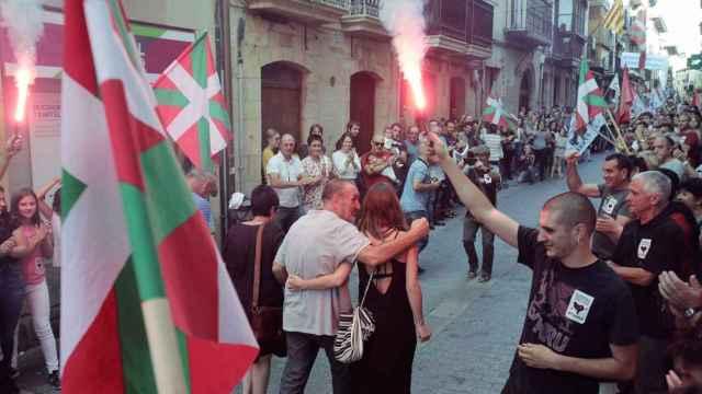 Recepción festiva al etarra Xabi Ugarte, en Oñate (Guipúzcoa), en mayo de 2020.