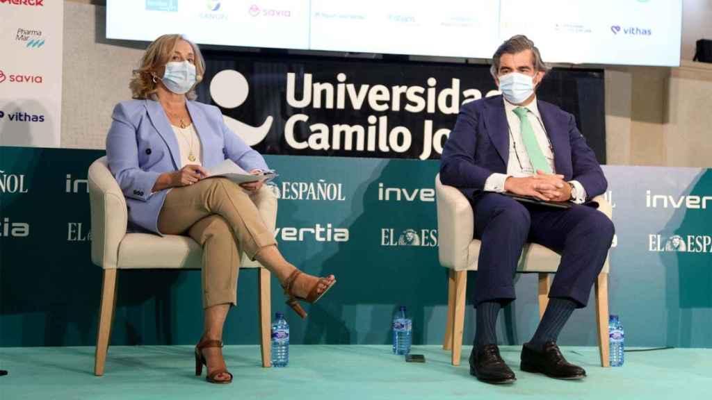 Margarita Alfonsel, secretaria general de Fenin; y Juan Abarca, presidente de la Fundación IDIS.