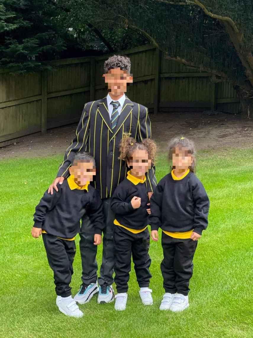 Georgina mostró a los pequeños de la casa en su primer día de clase en Manchester con sus uniformes.