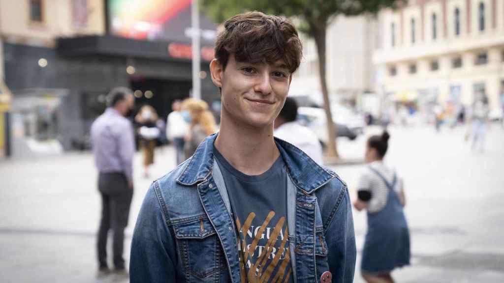 Óscar, de 18 años, trabaja actualmente en McDonalds.