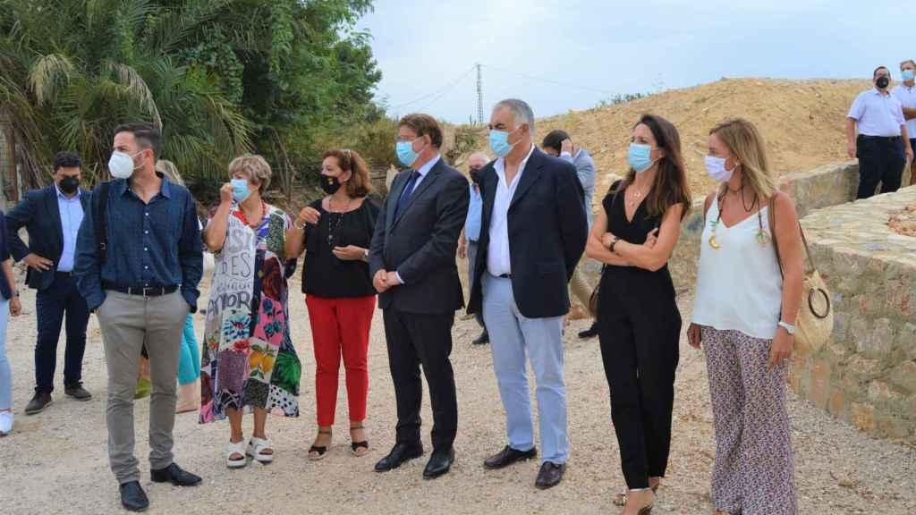 Visita de Ximo Puig a Almoradí, donde se rompió la mota del río segura en 2019.