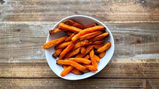 Boniato frito en freidora de aire, guarnición perfecta y saludable para tus platos