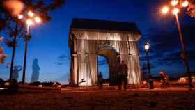 El Arco del Triunfo de París, con el montaje de Christo.