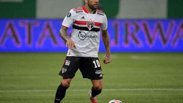 Dani Alves durante un partido con el Sao Paulo